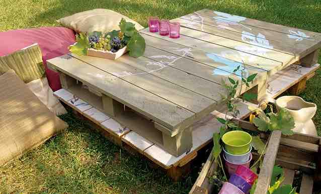 Comment décorer une table en bois ?