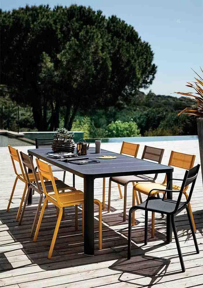 Quelle couleur de chaise avec une table bois ?